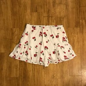 💕Only 1 left White Cherry 🍒 Shorts Large